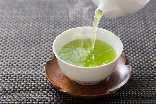 緑茶を入れる画像
